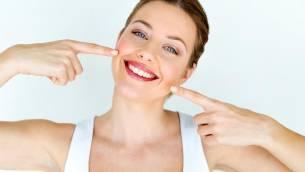 Bleaching beim Zahnarzt oder zu Hause – was beim Aufhellen der Zähne zu beachten ist