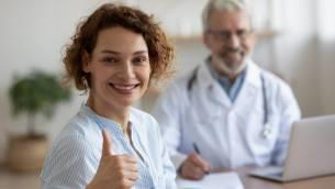 Komplikationen nach einer Brustvergrößerung - wie sinnvoll ist eine Folgekostenversicherung?